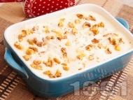 Рецепта Лесна домашна бишкотена торта с крем от сирене маскарпоне, кондензирано мляко, течна сладкарска сметана и орехи